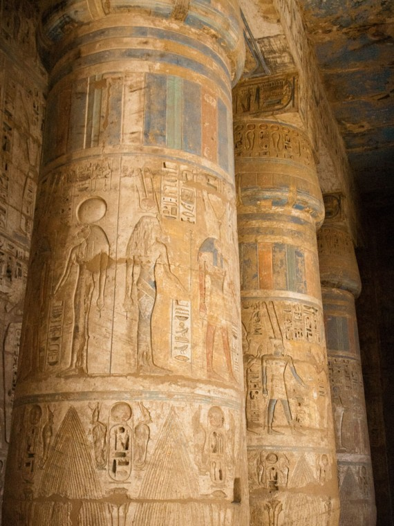 1 egypt-luxor-1s-medinet-habu-temple-brightly-decorated-columns-570x760