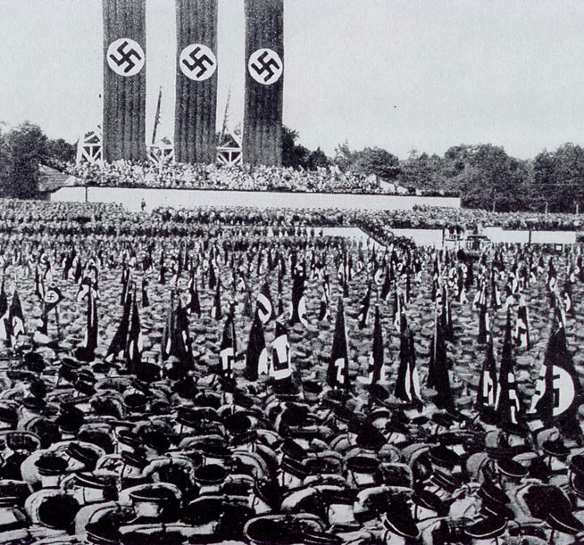 hitler-crowd-4-post
